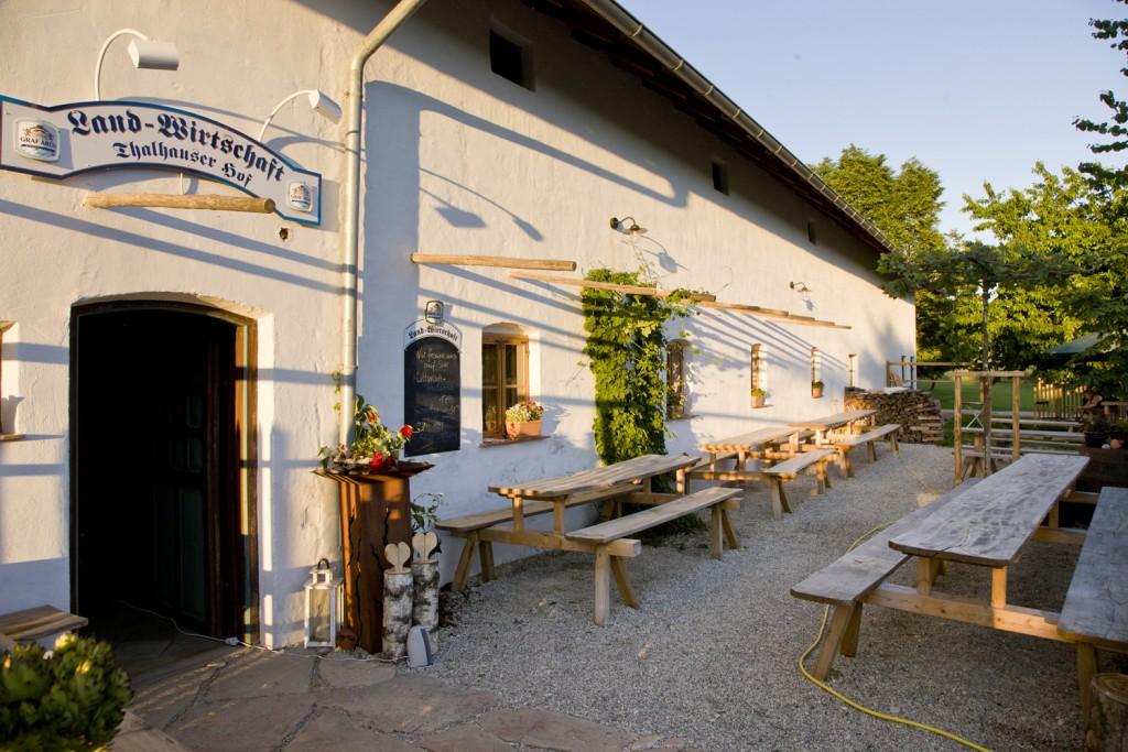 Der Biergarten auf dem Thalhauser Hof.